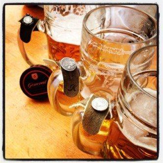 Hirschbandl am Bierkrug
