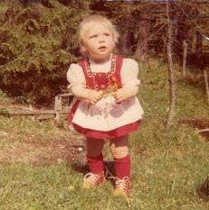 Nina Safi in ihrem ersten Dirndl