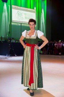 Sabine Petzl im Bauernbundball Dirndl