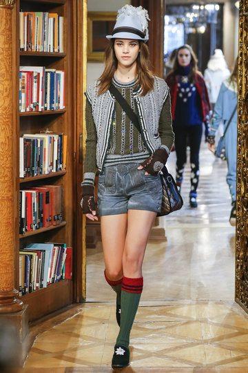 Chanel Kollektion Tracht