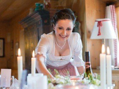 Dirndlhochzeit im Salzkammergut Tischdekoration