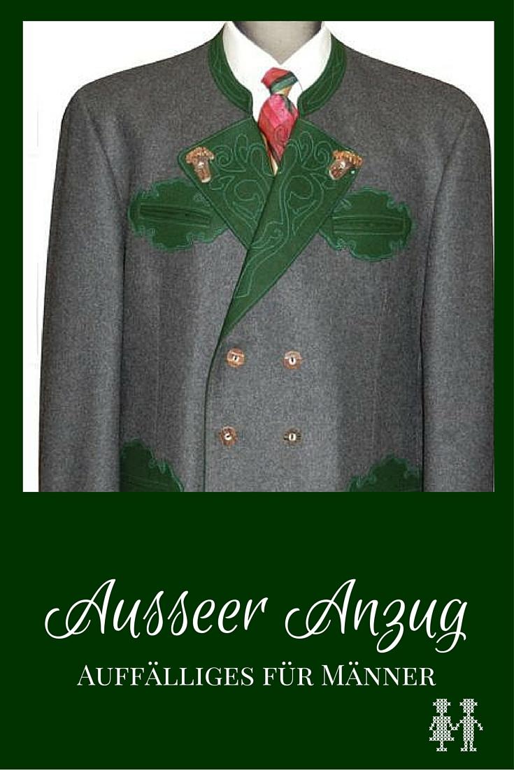 Der Ausseer Janker hat eine auffällige grüne Applikation und ist aus Kammgarn oder Loden.