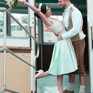Styled Shooting Bavaria meets Nordsee fotografiert von Petra Losbichler und Andrea Drees - Brautdirndl Tian van Tastique
