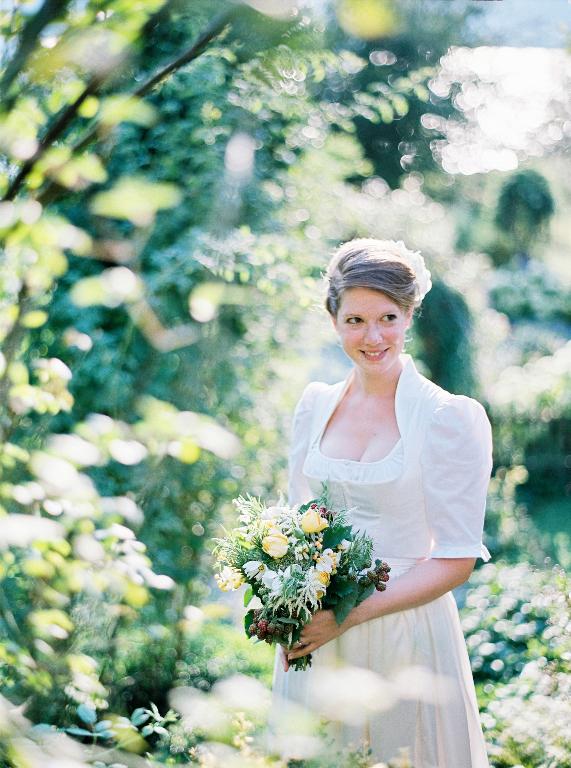 Leben Liebe & eine Trachtenhochzeit Shooting von peachesandmint - Braut