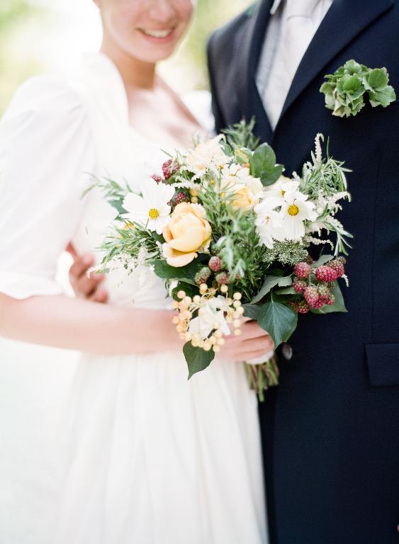 Leben Liebe & eine Trachtenhochzeit Shooting von peachesandmint - Brautstrauß
