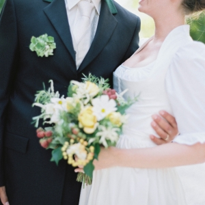 Leben Liebe & eine Trachtenhochzeit Shooting von peachesandmint - Brautpaar