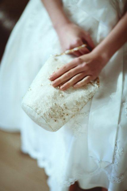 Prinzessin für einen Tag - Wedding Style Shooting im Schloss Greinburg mit einem Brautdirndl von Tian van Tastique. - Brauttascherl My Wiesndascherl