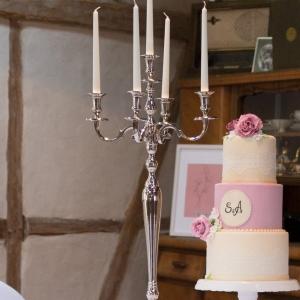 Verträumter Luxus in Tracht - Dekoration und Hochzeitstorte