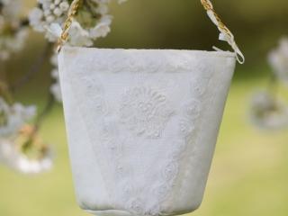 Verträumter Luxus in Tracht - Brauttascherl