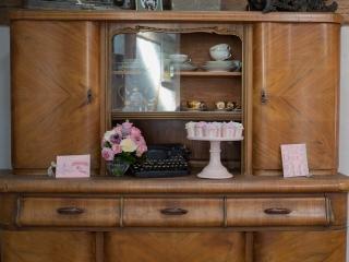 Verträumter Luxus in Tracht - Dekoration und Brautstrauß