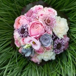 Verträumter Luxus in Tracht - Brautstrauß