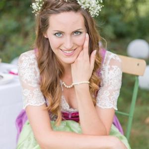 Trachtenhochzeit modern interpretiert Braut