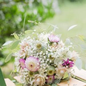 Trachtenhochzeit modern interpretiert Blumen