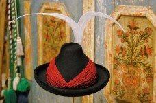 Meraner Hut mit roter Kordel