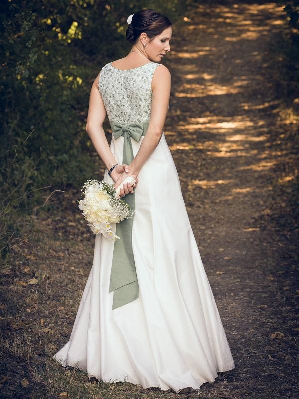 Braut Trachtenhochzeit im weißen Kleid