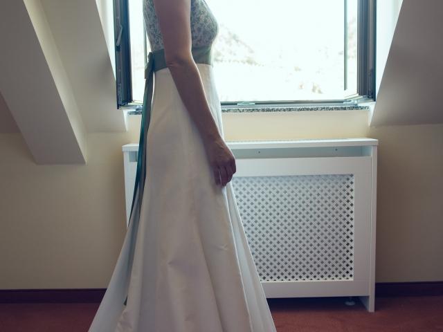 Trachtenhochzeit im weißen Kleid Braut