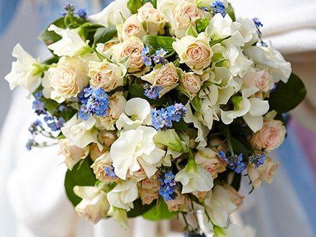 Brautstrauß mit Vergissmeinnicht und Rosen