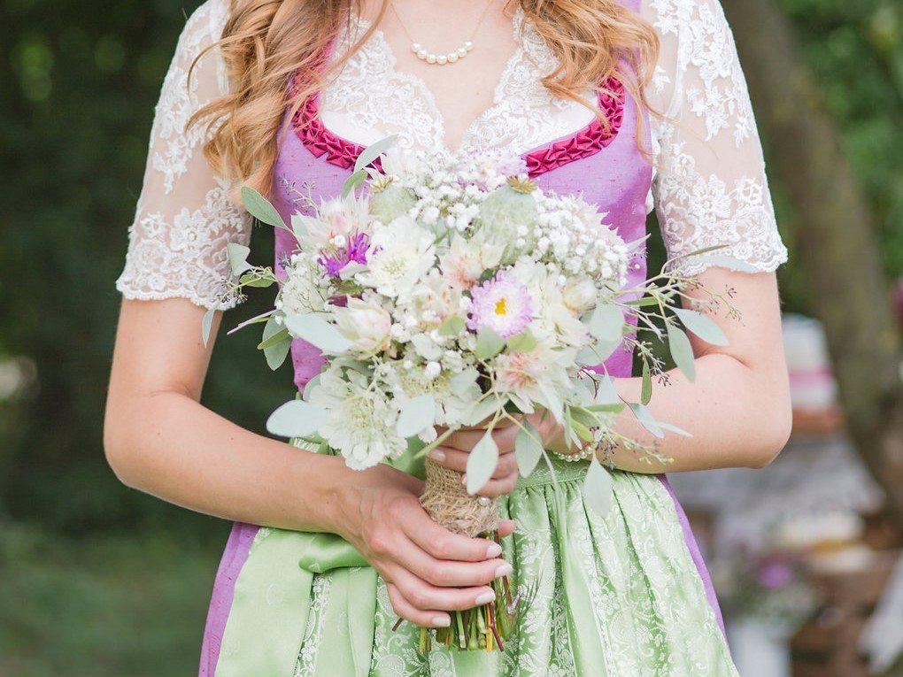 Brautstrauß modern interpretiert mit Waxflower und Schleierkraut