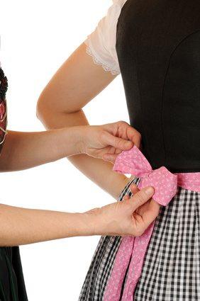 Dirndlschleife richtig binden