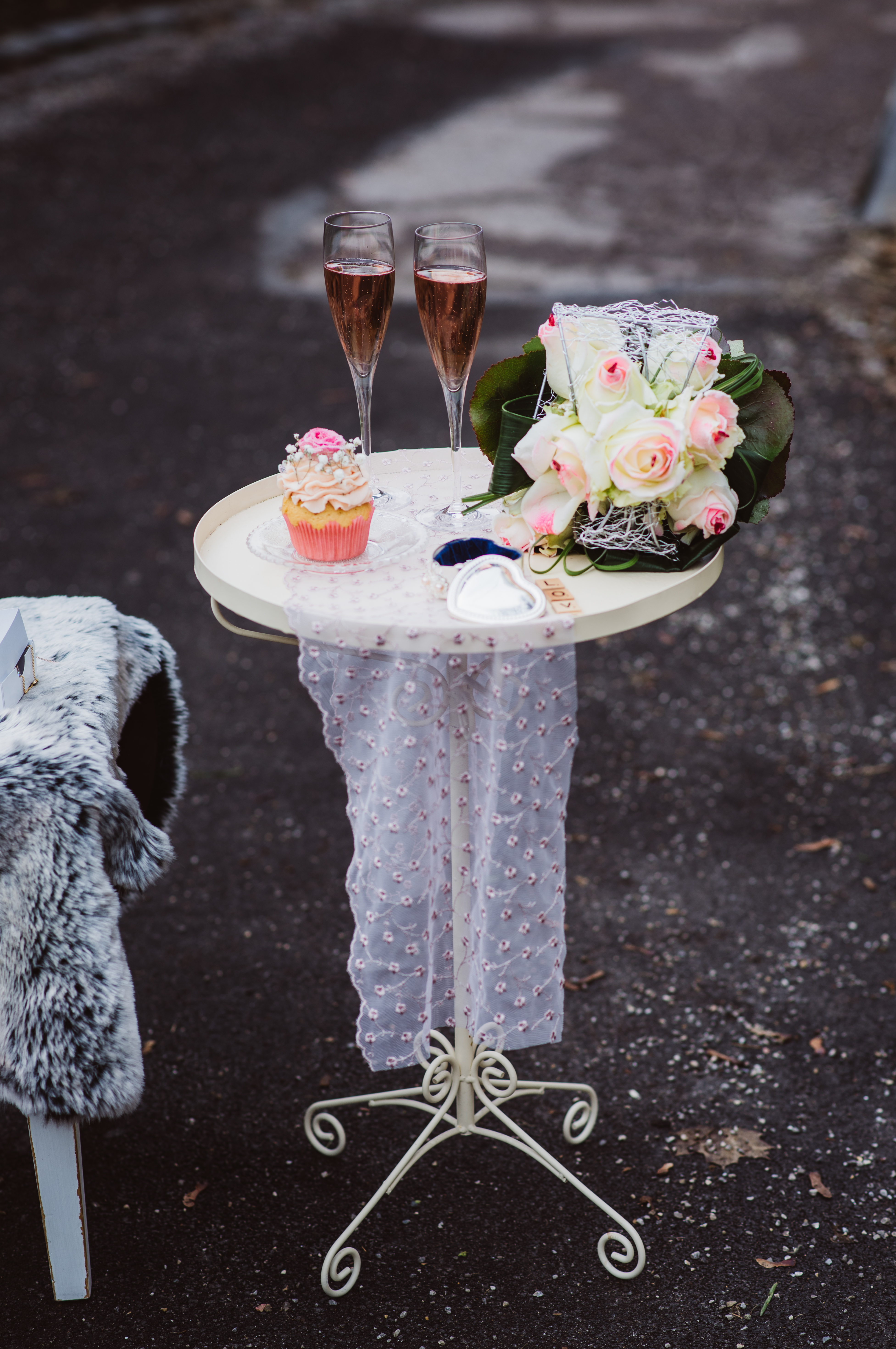 Brautstrauß und Cupcake