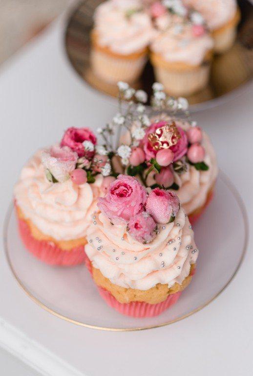 Rosa Cupcakes Brautdirndl Shooting Sweet Valentine Trudi Krammer Luthien Photo Art