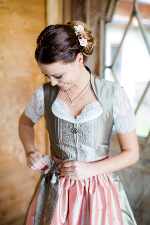 Trachtenhochzeit Rustikale Eleganz Brautdirndl