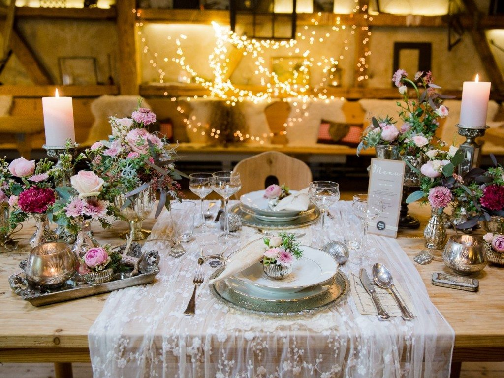 Tischdekoration Trachtenhochzeit rustikale Eleganz
