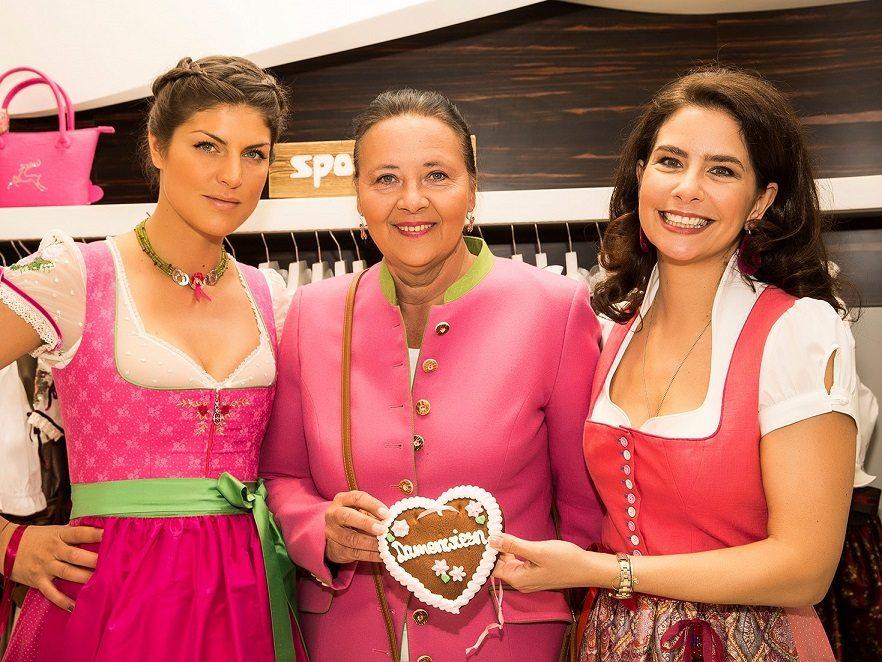 Anna Huber im Wiener Wiesn Dirndl 2017, Doris Kiefhaber, Sonja Kato-Mailath-Pokorny