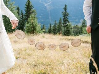 Gesucht und gefunden in Liebe verbunden - Brautpaar auf der Alm
