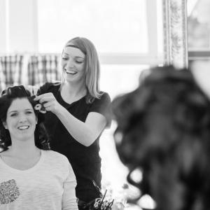 Getting Ready Braut Trachtenhochzeit auf der Alm