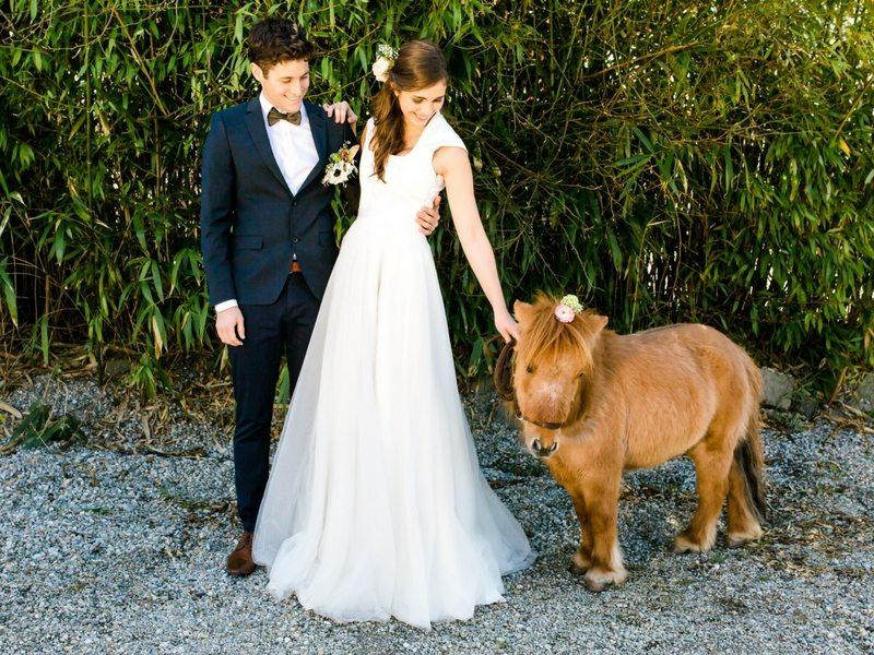 Styled Shooting Tian Van Tastique Brautpaar mit Zwergpony Beppo