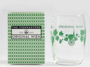 der typische Wiener Fasslbecher: das perfekte Weinglas für das Achterl beim Heurigen