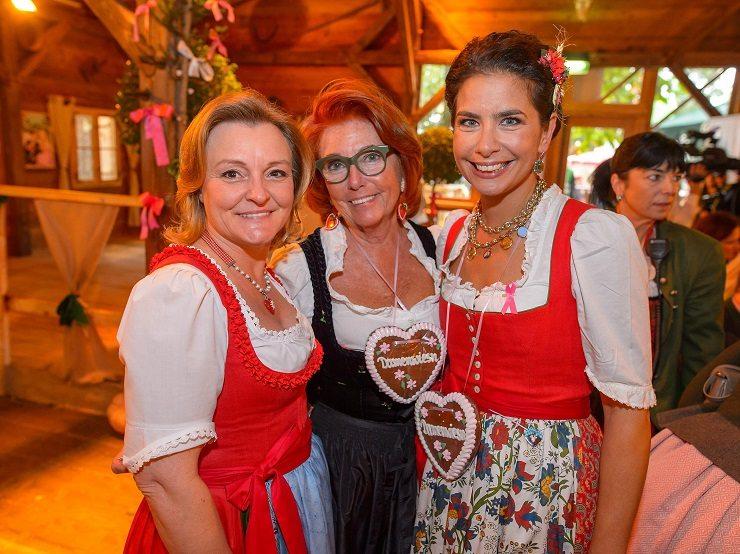 Claudia Wiesner, Inge Klingohr & Sonja Kato-Mailath auf der Damenwiesn 2016