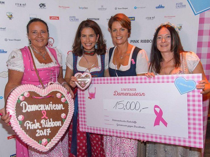 Übergabe des Schecks an die Pink Ribbon - Aktion der Krebshilfe - © Andreas Tischler