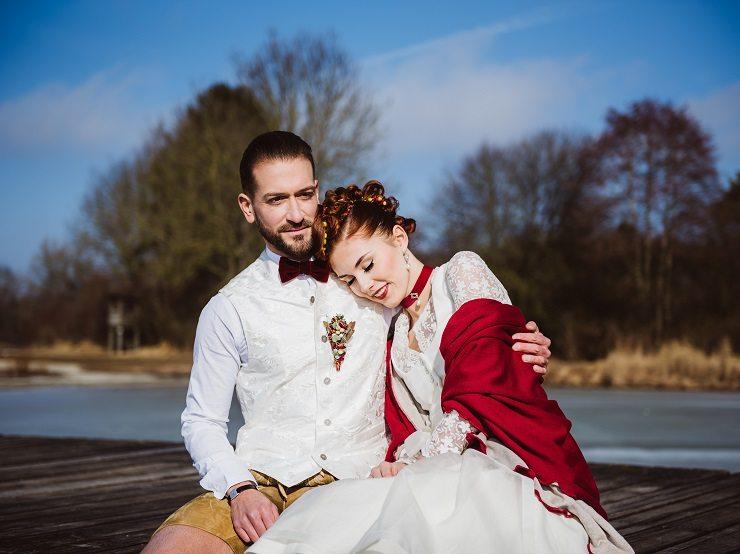 Trachtenhochzeit Im Winter Braut Und Bräutigam