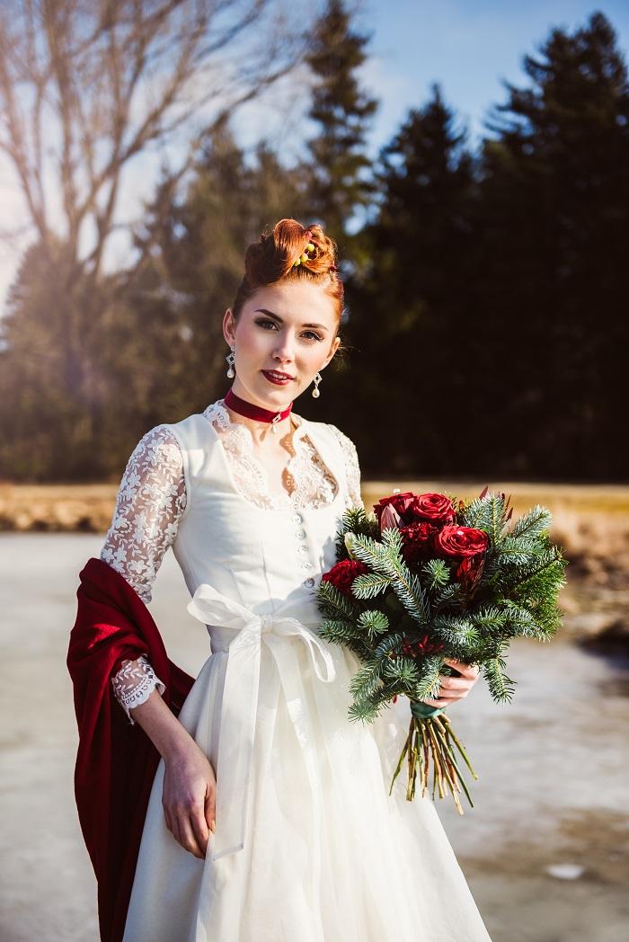 Trachtenhochzeit Im Winter Braut