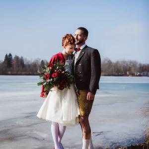 Trachtenhochzeit Im Winter Brautpaar