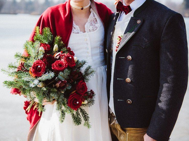 Trachtenhochzeit Im Winter Brautstrauß