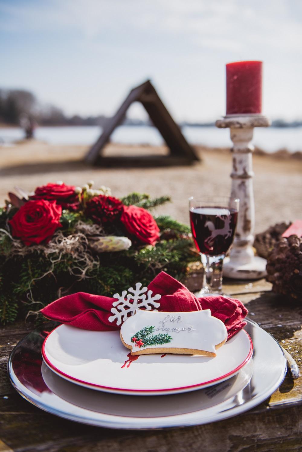 Trachtenhochzeit Im Winter Deko In Rot Und Tanne