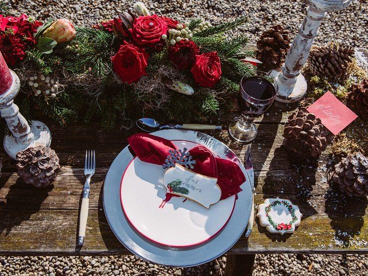 Tischdekoration Rot Tannenzweige