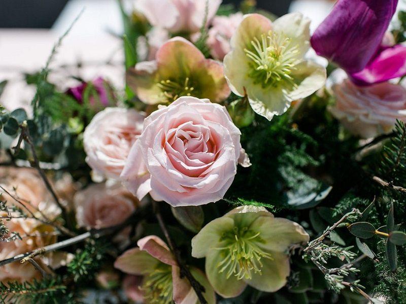 Blumendekoration Trachtenhochzeit