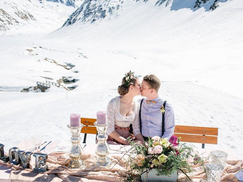 Brautdirndl im Winter Styled Shooting Schönwieshütte