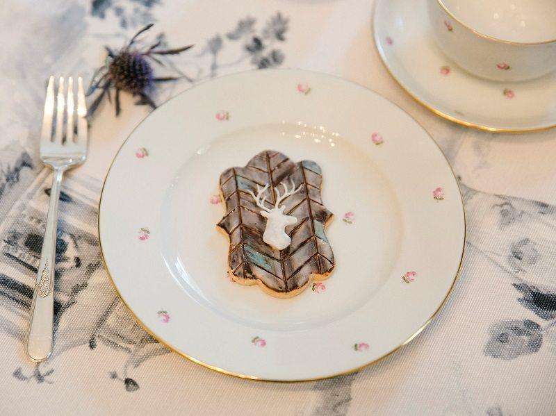 Kekse mit Jagdmotiv auf Porzellan - Verlobung im Jagdschloss