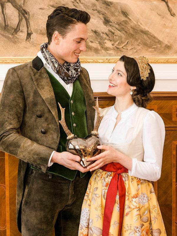 Verlobung im Jagdschloss im Trachtenfrack & Dirndl