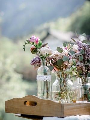 Blumendeko Trachtenhochzeit