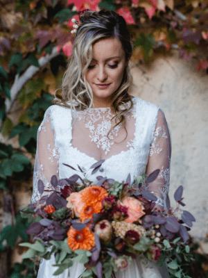 Brautstrauß tracht trifft Boho